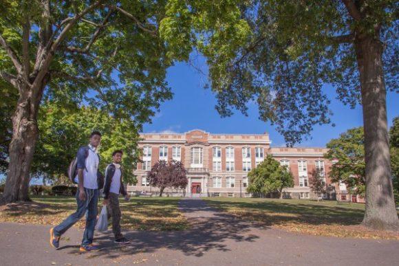 ニューヨーク州立大学ニューパルツ校付属語学学校